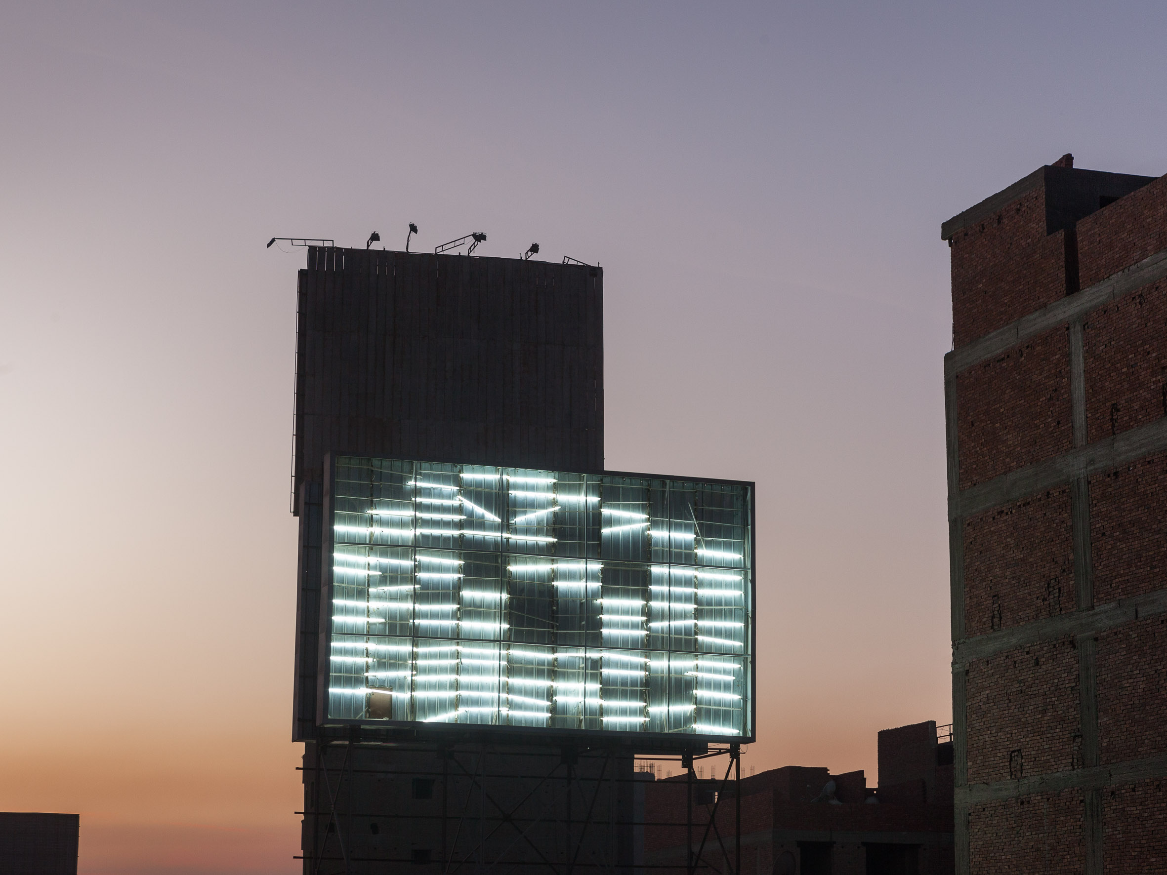 A »naked« billboard next to a busy street in Cairo. Since all information is transmitted th- rough fiber optic cables in the form of light beams, this is one of the metaphoric pictures illustrating the term »light«.