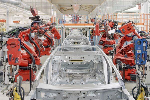 Maserati, Grugliasco (TO), 2017. Unità operativa lastratura dove la scocca viene saldata da speciali robot della Comau. Maserati, Grugliasco (TO), 2017. Operational unit where the sheet metal  is welded by special Comau robots.