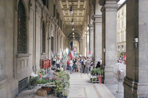 Regional Post Office, Florence, 2015. Union picket of the employees of the Italian Post.  Ufficio regionale di Poste Italianiane, Firenze, 2015. Presidio sindalae dei dipendenti dell'azienda.