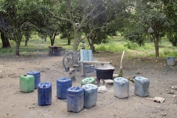 """Drosi (Gioia Tauro), 2016. Temporary kitchen set in a citrus grove in the plain of Gioia Tauro. According to CGIL (union organization) in Italy there are about 400 thousand foreign daily laboures who find work through the """"caporalato"""" (system of directly hiring farm labour for very low wages by landowner's agents).Drosi (Gioia Tauro), 2016. Cucina temporanea allestita in un agrumeto della piana di Gioia Tauro. Secondo la CGIL in Italia sono circa 400 mila i lavoratori stagionali stranieri che trovano lavoro attraverso il caporalato."""